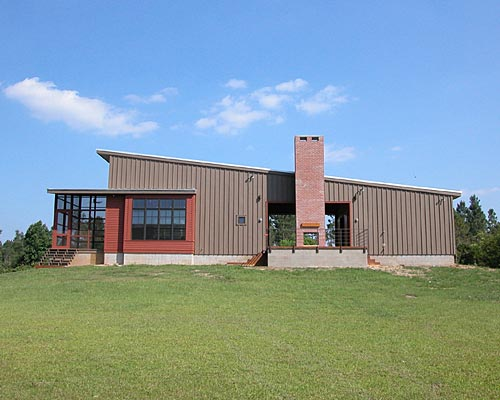 Design based on dogtrot house: Poplarville, MS,  Waggonner & Ball Architects. (Source: http://housevariety.blogspot.com/2010/10/dogtrot-house-by-waggonner-ball.html#.Unu1bCLnbIU)