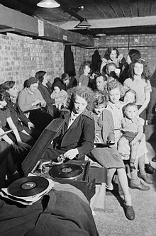 gramophone_in_an_air_raid_shelter_in_north_London_during_1940__D1631